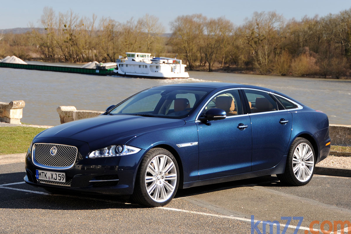 Car Picker Blue Jaguar Xj