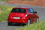 Suzuki Swift 1.3 D 75 CV GL+ Turismo Rojo Bright Exterior Posterior-Lateral 3 puertas