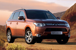 Mitsubishi Outlander 220 DI-D 150 CV 4WD Gama Outlander Todo terreno Copper Radiant Exterior Lateral-Frontal 5 puertas