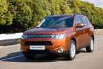 Mitsubishi Outlander 220 DI-D 150 CV 4WD Gama Outlander Todo terreno Copper Radiant Exterior Frontal-Lateral 5 puertas