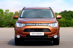 Mitsubishi Outlander 220 DI-D 150 CV 4WD Gama Outlander Todo terreno Copper Radiant Exterior Frontal 5 puertas
