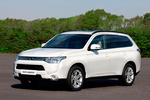 Mitsubishi Outlander 220 DI-D 150 CV 4WD Gama Outlander Todo terreno Blanco Silky Exterior Frontal-Lateral 5 puertas