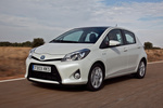 Toyota Yaris H&iacute;brido H&iacute;brido Turismo Blanco Glaciar Perlado Exterior Frontal-Lateral 5 puertas