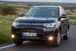 Mitsubishi Outlander 220 DI-D 150 CV 4WD Gama Outlander Todo terreno Azul Tanzanite Exterior Frontal-Lateral 5 puertas