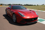 Ferrari F12berlinetta F12berlinetta (741 CV) Gama F12berlinetta Coup&eacute; Exterior Frontal-Lateral 3 puertas