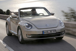 Volkswagen Beetle Gama Beetle Design Descapotable Plata Roca Lunar metalizado Exterior Lateral-Frontal 2 puertas