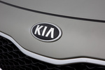 KIA Carens 1.7 CRDi 136 CV Gama Carens Monovolumen Brilliantsilber Metallic Exterior Anagrama 5 puertas