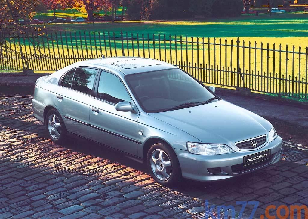 Foto Honda Accord 4p 1.6i S (-2001)