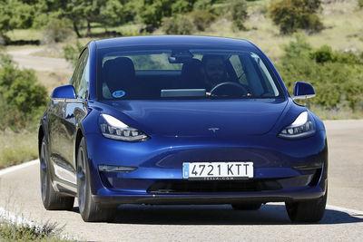 Tesla Model 3 Tracción integral Gran autonomía | Prueba - Foto
